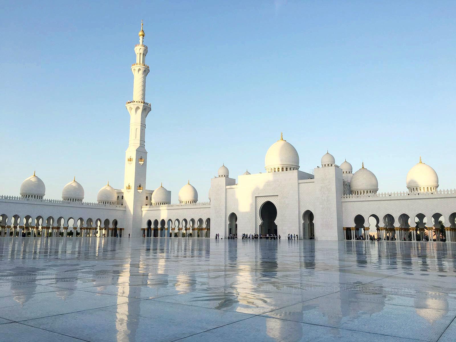 Sheikh Zayed Grand Mosque Abu Dhabi Vereinigte Arabische Emirate Moschee, Kleiderordnung Mosche, Scheich-Zayid-Moschee, ,مسجد الشيخ زايد, asch-Schaich Zayid, Masǧid aš-Šaiḫ Zāyid, Ausflugsziel Abu Dhabi mit Kind, mittwochs mag ich