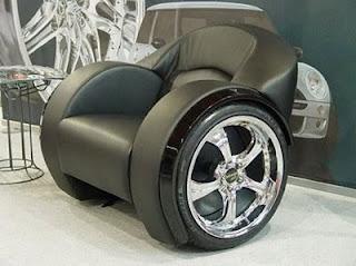 diseño de silla muy ingeniosa con ruedas de autos