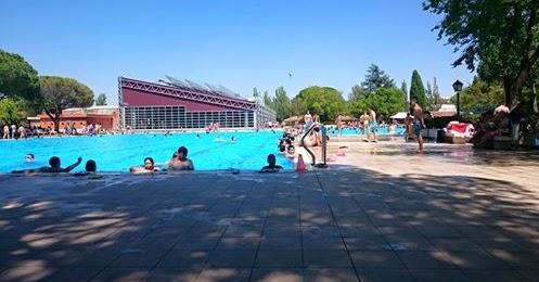 La piscina de verano de aluche no abrir hasta el 15 de for Piscina municipal aluche