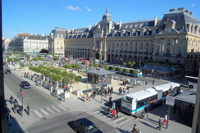 Place de la République, a praça principal de Rennes - Bretanha - França