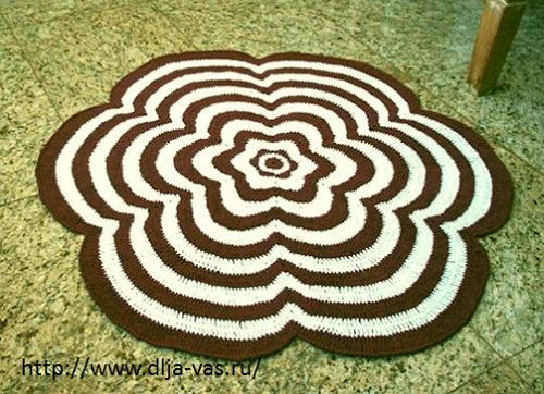 Как связать простой коврик в форме цветка.