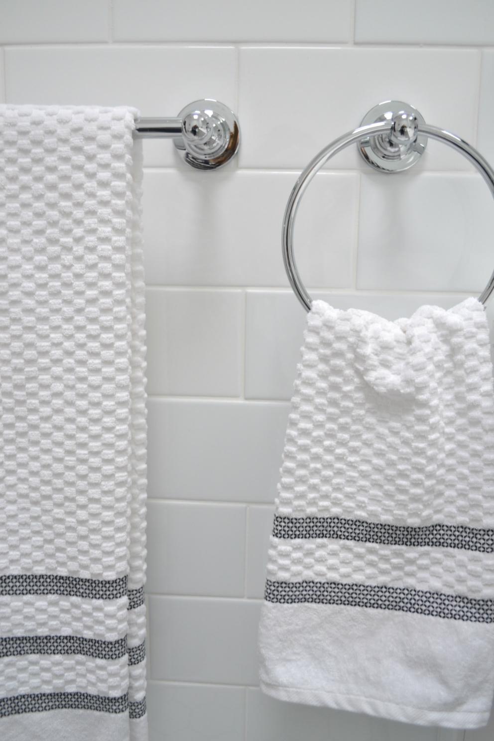White Towels With Grey Trim At Oq71 Wendycorsistaubcommunity