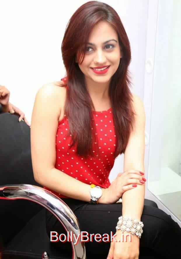 Telugu Actress Aksha, Hot HD Images of Aksha from First Naturals W Salon Launch