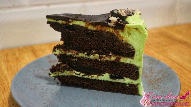 Peppermint Oreo Choc Cake