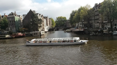 canal tour through the 17th century Amsterdam canal distric