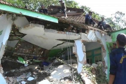 Innalillah.. Masjid Tertimbun Longsor, Dua Bocah Terperangkap