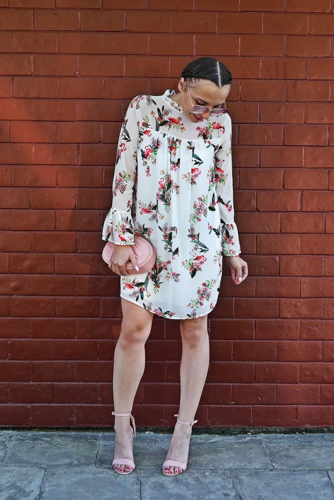 1_sukienka_we_flamingi_renee_szpilki_rozowe_torebka_nerka_rozowa_karyn_blog_modowy_300518