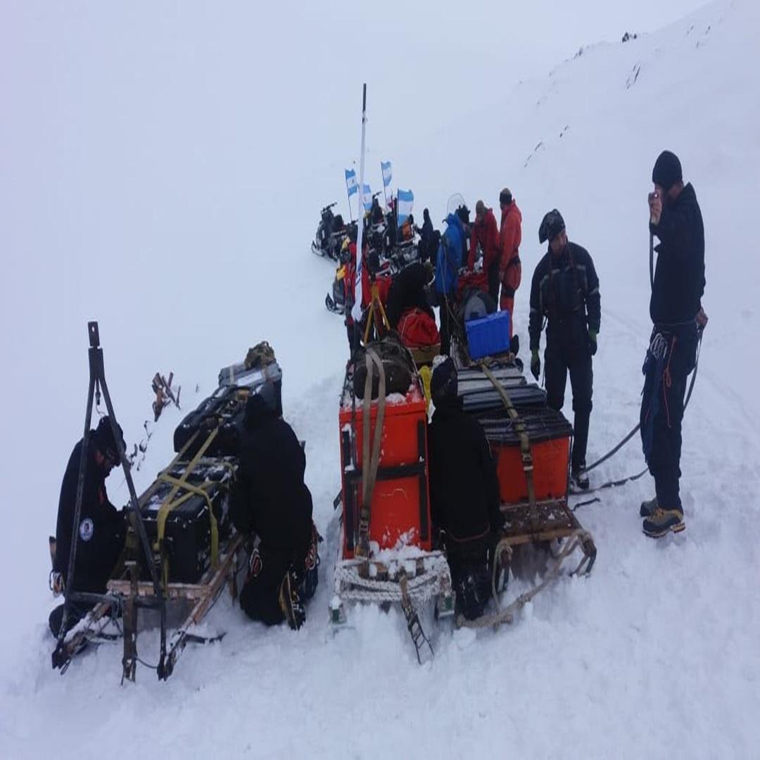 Rescatan a 13 cientificos varados en la Antartida