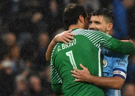 Claudio Bravo Kembali Unjuk Gigi Bersama Manchester City