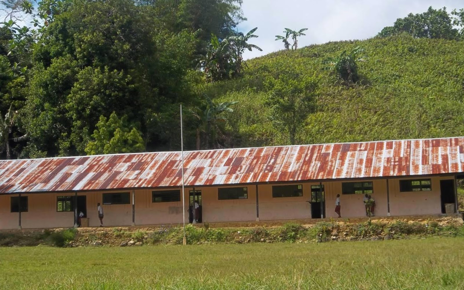 SD Yakati Teluk Bintuni Papua Barat dalam project perpustakaan Book for Mountain