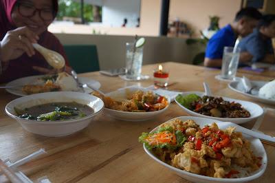 Selamat makan di Juara Ayam dan Seafood Pontianak