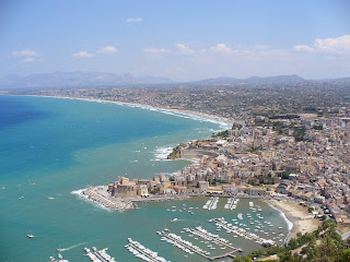 Castellammare del Golfo enjoys a fine location on the coast of northwest Sicily