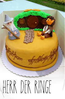 http://melinas-suesses-leben.blogspot.de/2014/07/herr-der-ringe-torte-gandals-und-frodo.html