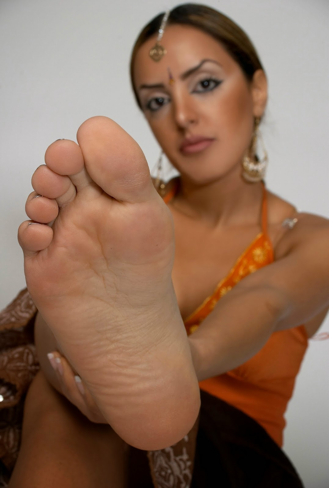 Can suggest lick her heel will not