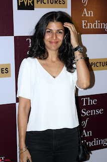 Nimrat Kaur and Naseeruddin Shah at Special Screening Of movie The Sense Of An Ending 05.JPG