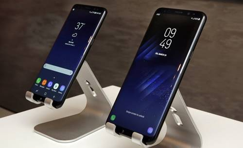 O Galaxy S8 e o Galaxy S8+ chegam às lojas brasileiras em 12 de maio com preços entre R$4.000 e R$4.400