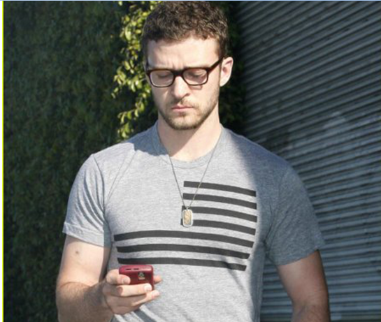 Justin Timberlake use Blackberry Smartphone