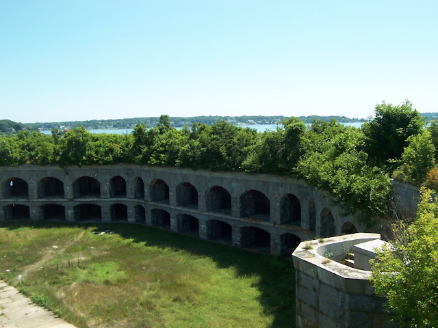 A view of the interior of Fort Gorges, near Portland, Maine in Casco Bay https://cwkayaker.blogspot.com/2017/03/where-should-i-paddle-planning-your.html