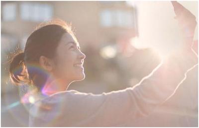 Ánh sáng tương phản làm hình ảnh kinh doanh online vui mắt hơn
