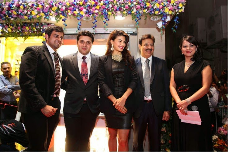 Kapil Jethwani, Vinay D Jethwani, Jacqueline Fernandez, Sanjay L Jethwani and RJ Tia, Jacqueline Fernandez Launches Meena Jewellers in Dubai