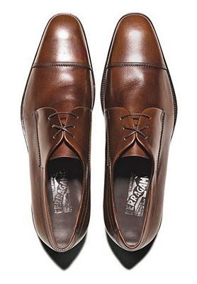остри обувки за ниски мъже