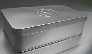 Blechdose Eckig geprägt mit VW Logo