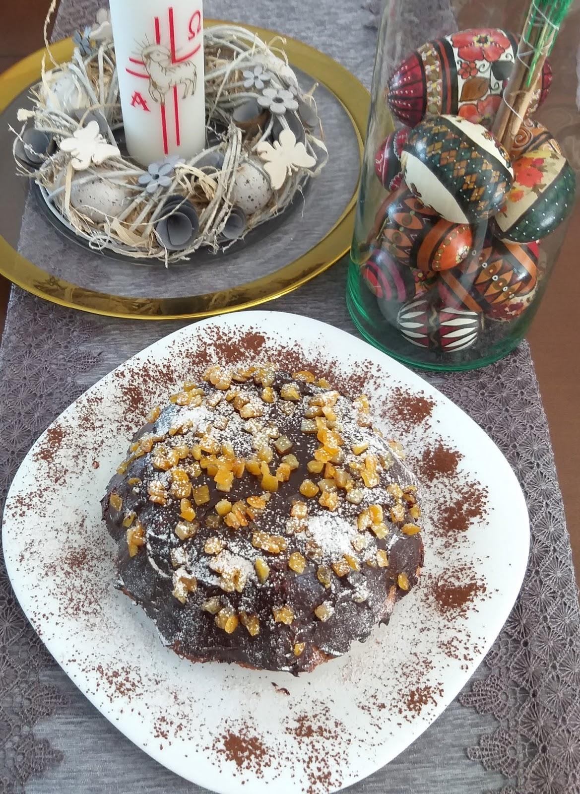 Wielkanocne, bezglutenowe ciasto marchewkowo-orzechowe.