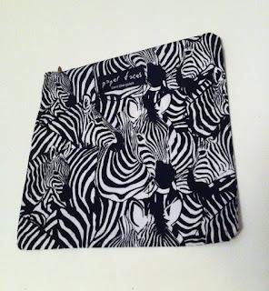 zebra desenli makyaj çantası