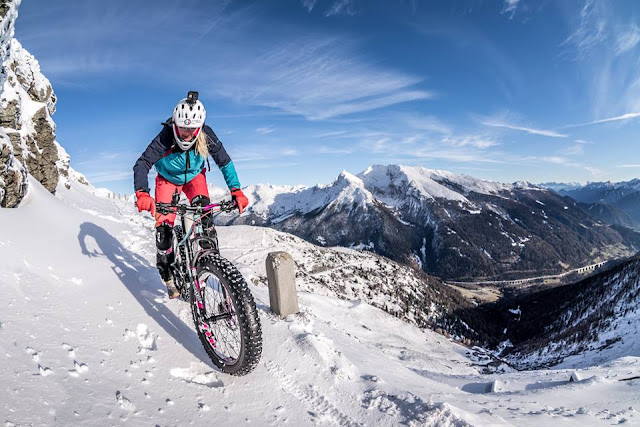 Winter Downhill Brenner Grezkamm Fatbike Girl