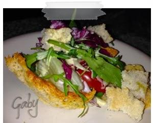 Caesar Salad su cialda di parmigiano