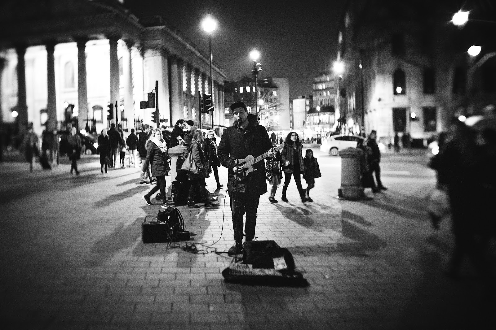 Lensbaby trio image of a street artist at Trafalgar Square in London by Willie Kers