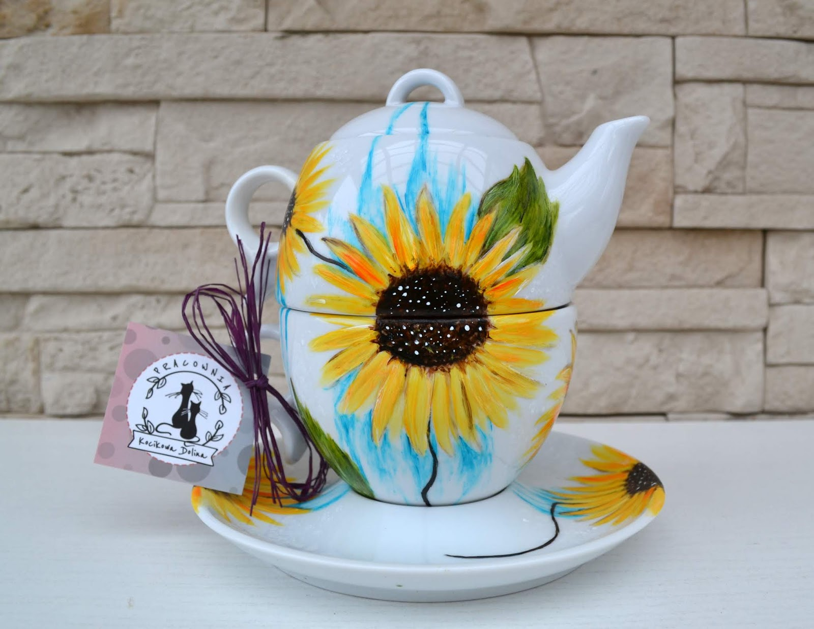Życie mija jak sen.. więc żyjmy naprawdę i spotkajmy się kiedyś przy kominku z filiżanką herbaty...
