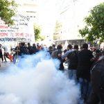 Με ΜΑΤ και βία δε γίνεται παιδεία: Ξύλο και χημικά έξω από το Μαξίμου στο πανεκπαιδευτικό συλλαλητήριο