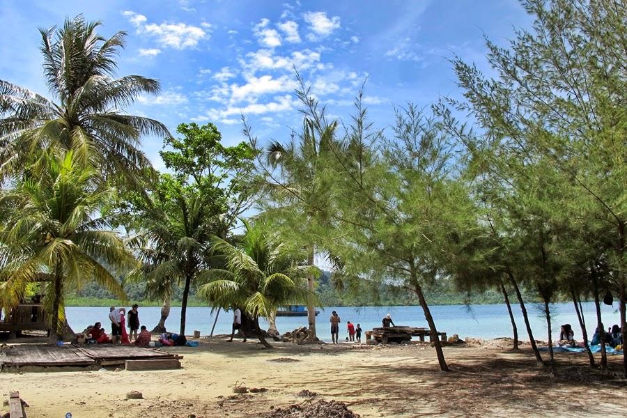 Hasil gambar untuk pandan sibolga beach