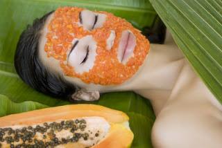 Menggunakan masker papaya