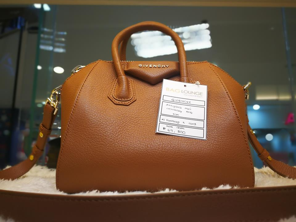 8f583e7bf Its so pretty in actual. I'll start earning as early as today to get my  hands on it. The store houses the branded/luxury bags, ...