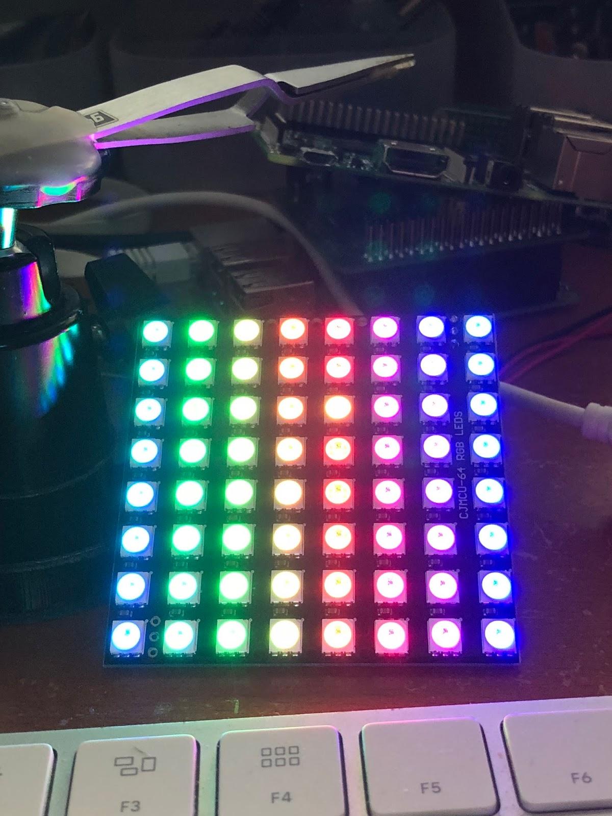 じわじわ進む: ESP32で33個以上のNeoPixelを使うと制御が乱れる