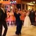 H πεθερά που θα μισούσαν όλες – Μητέρα γαμπρού κλέβει την παράσταση από τη νύφη στο γάμο της [video]