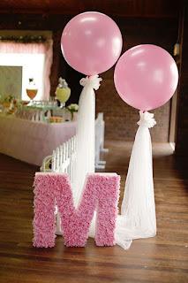 Idee decor intrare sala botez sau party balerina cu baloane roz si tull