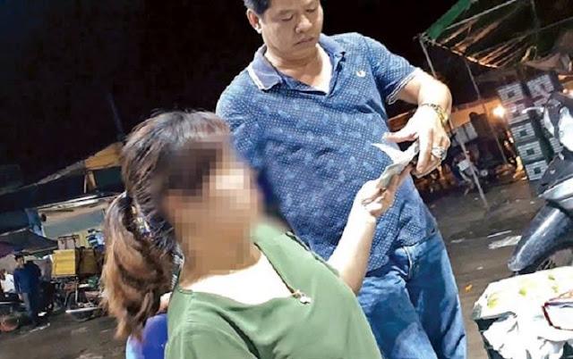 Tiểu thương ở chợ Long Biên đóng tiền bảo kê
