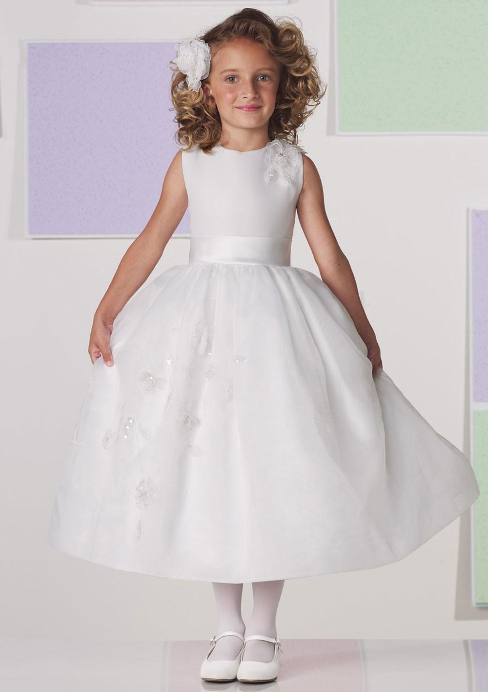 d522b9e1b6c idéé et photo décoration mariage  petite robe blanche - robe blanche ...