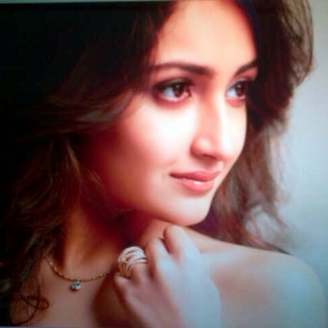 , Actress Sayesha Saigal Hot Face Close Up Pics, Selfie Images
