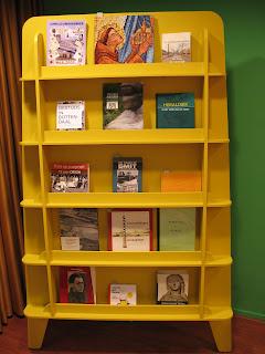 Boekenkast met nieuwe aanwinsten