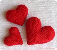 http://owlishly.typepad.com/owlishly/corazoncitos-amigurumi-hearts-pattern-free.html