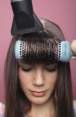 escova em cabelo com franja