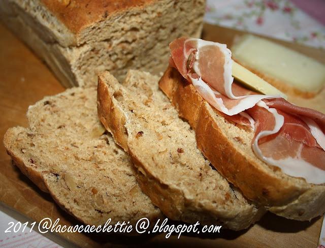 Pane a cassetta con cereali e noci