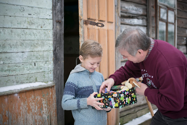 Child receiving a shoebox gift in Belarus