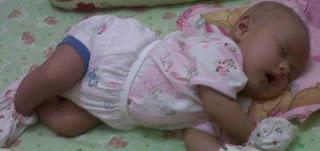 bayi usia 2 bulan tidur