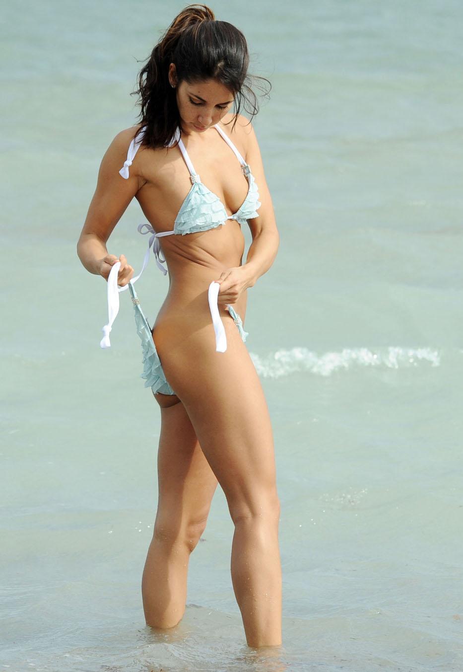 N-Yo-Face: Leilani's bikini falling off
