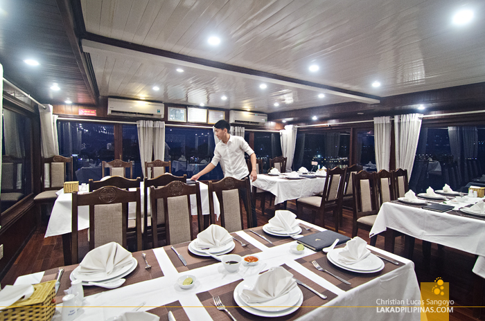 Dining Halong Bay Cruise Overnight